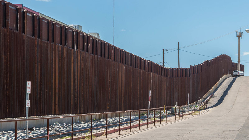 Pentagon Awards Almost $1B in Contracts for Border Wall Replacement
