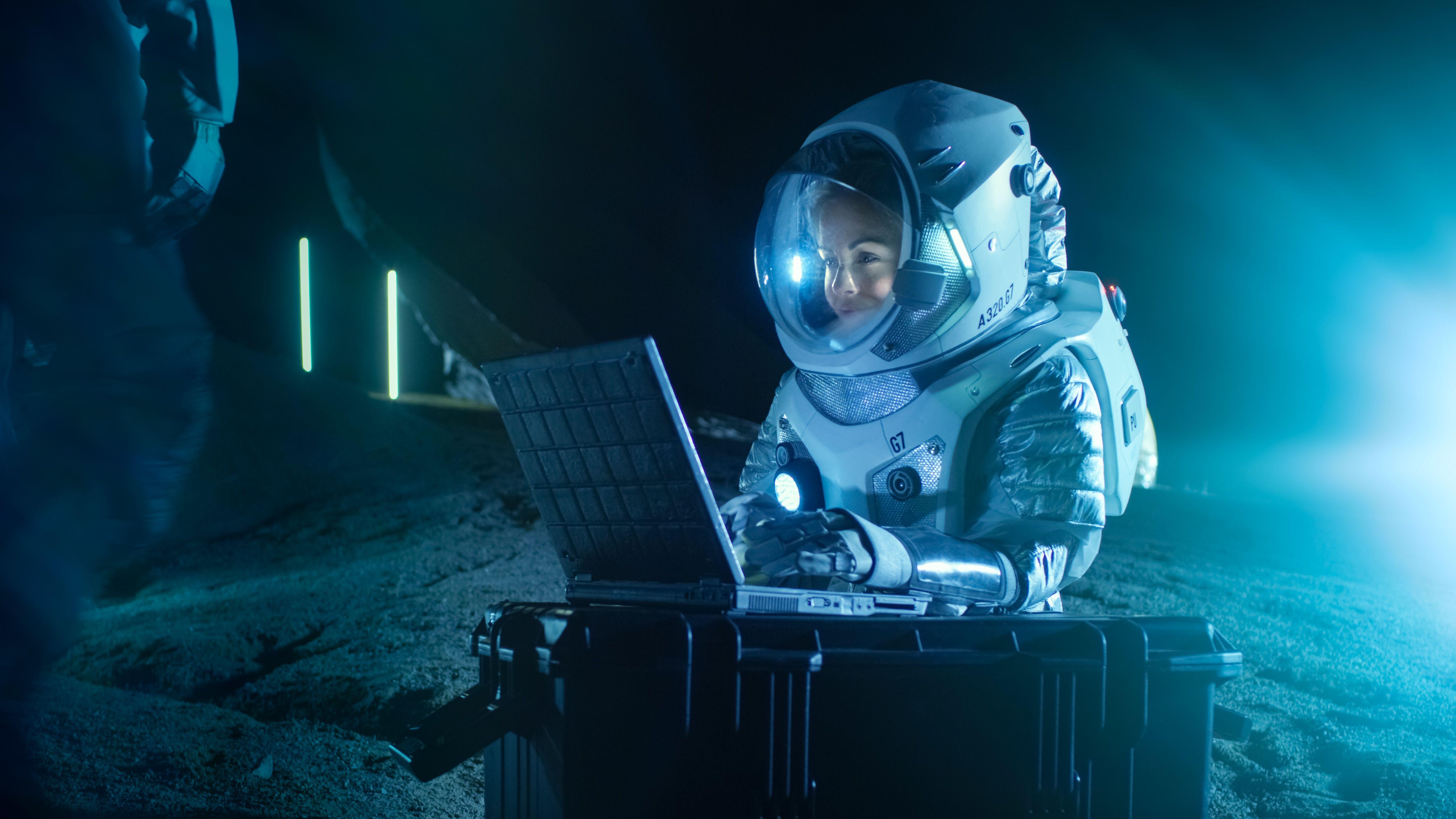 NASA's Plans for the Artemis Lunar Lander Move Forward
