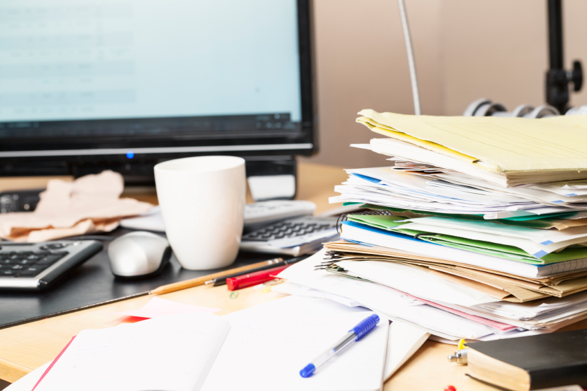 messy-desk-maximizing-efficiency