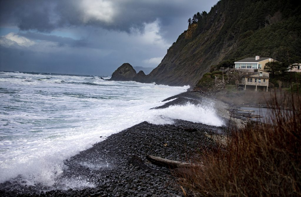 Witness recalls panic after children swept to sea in Oregon