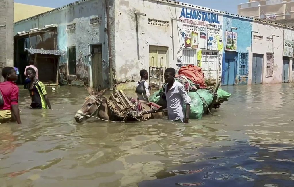 UN: Floods in central Somalia hit nearly 1 million people