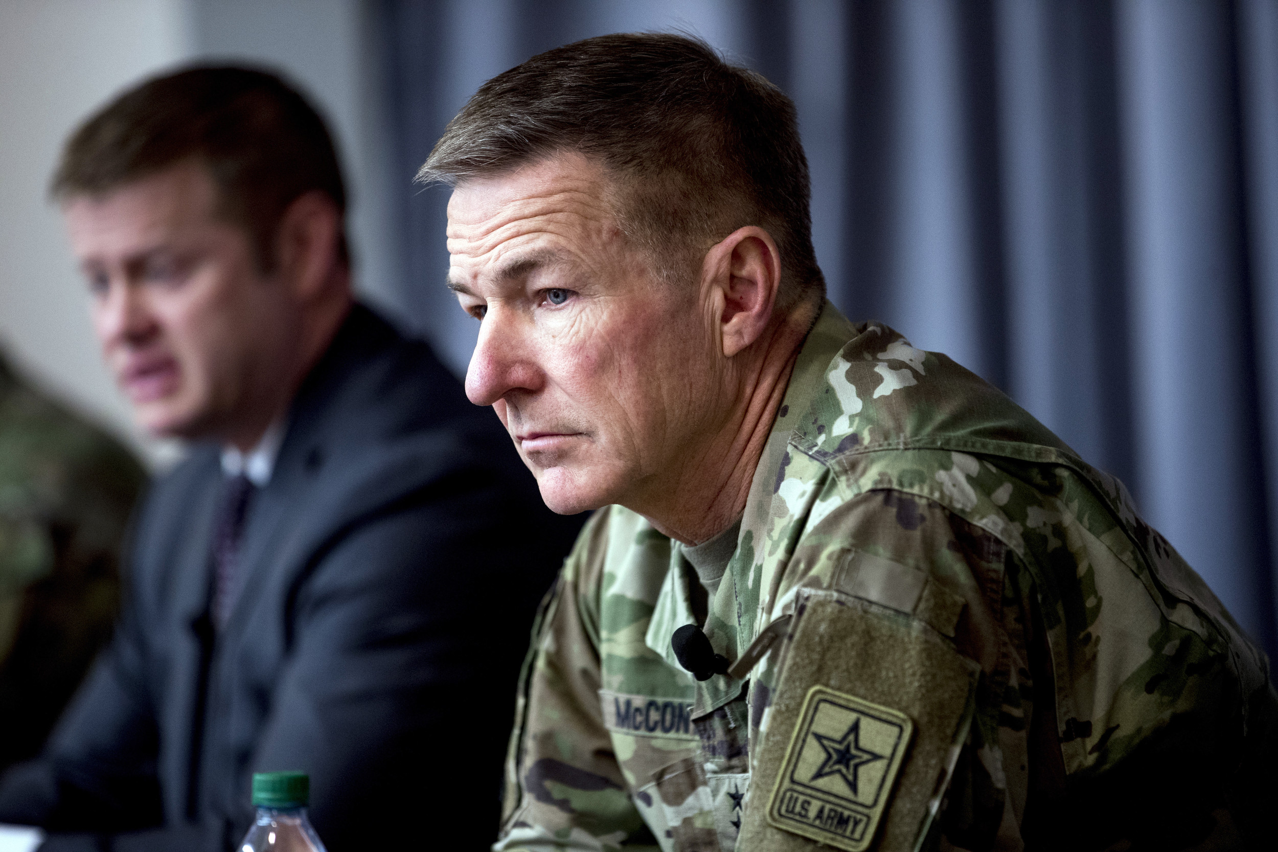 Army closing recruiting stations, moves effort online