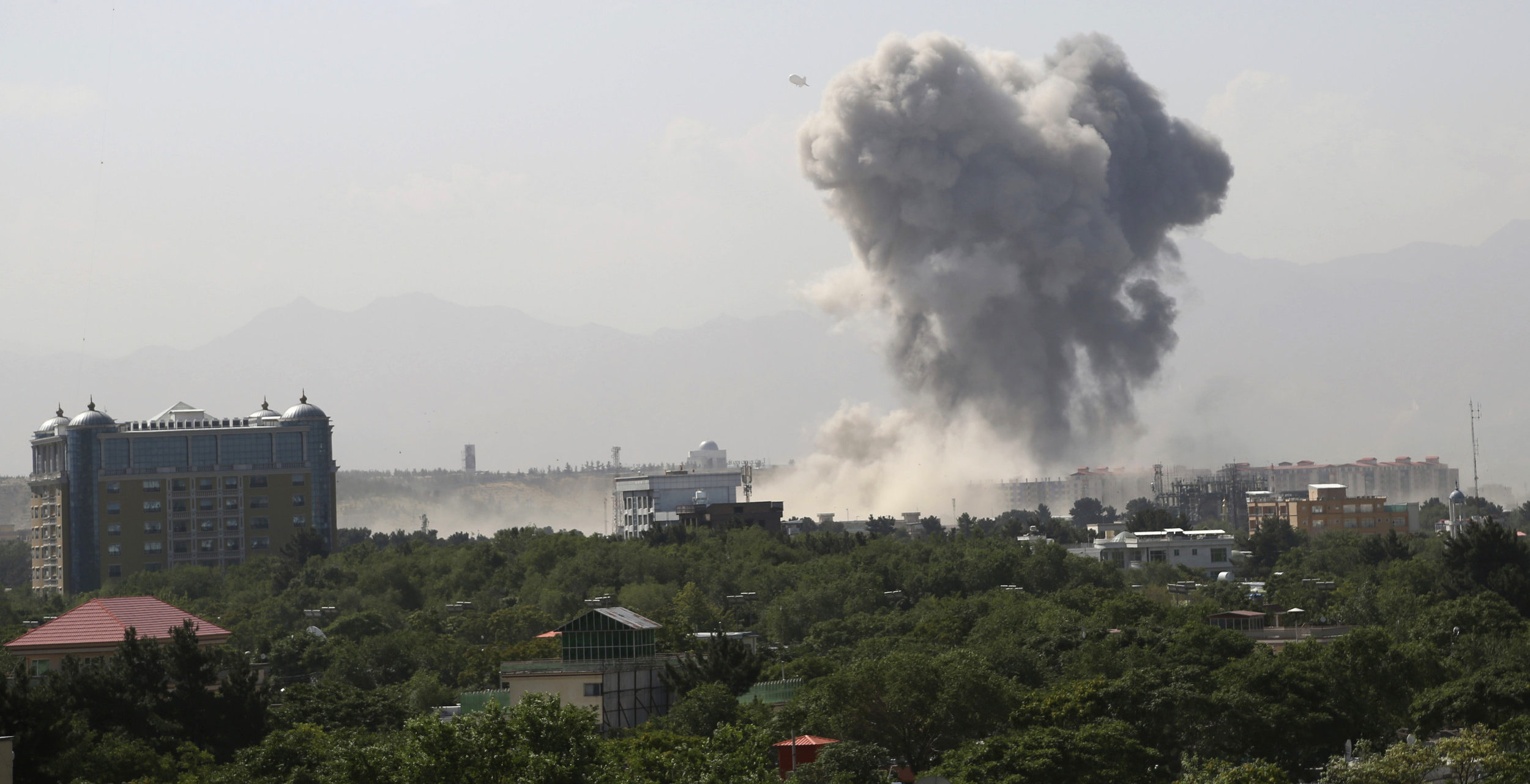 Powerful bomb blast rocks Afghan capital, scores wounded