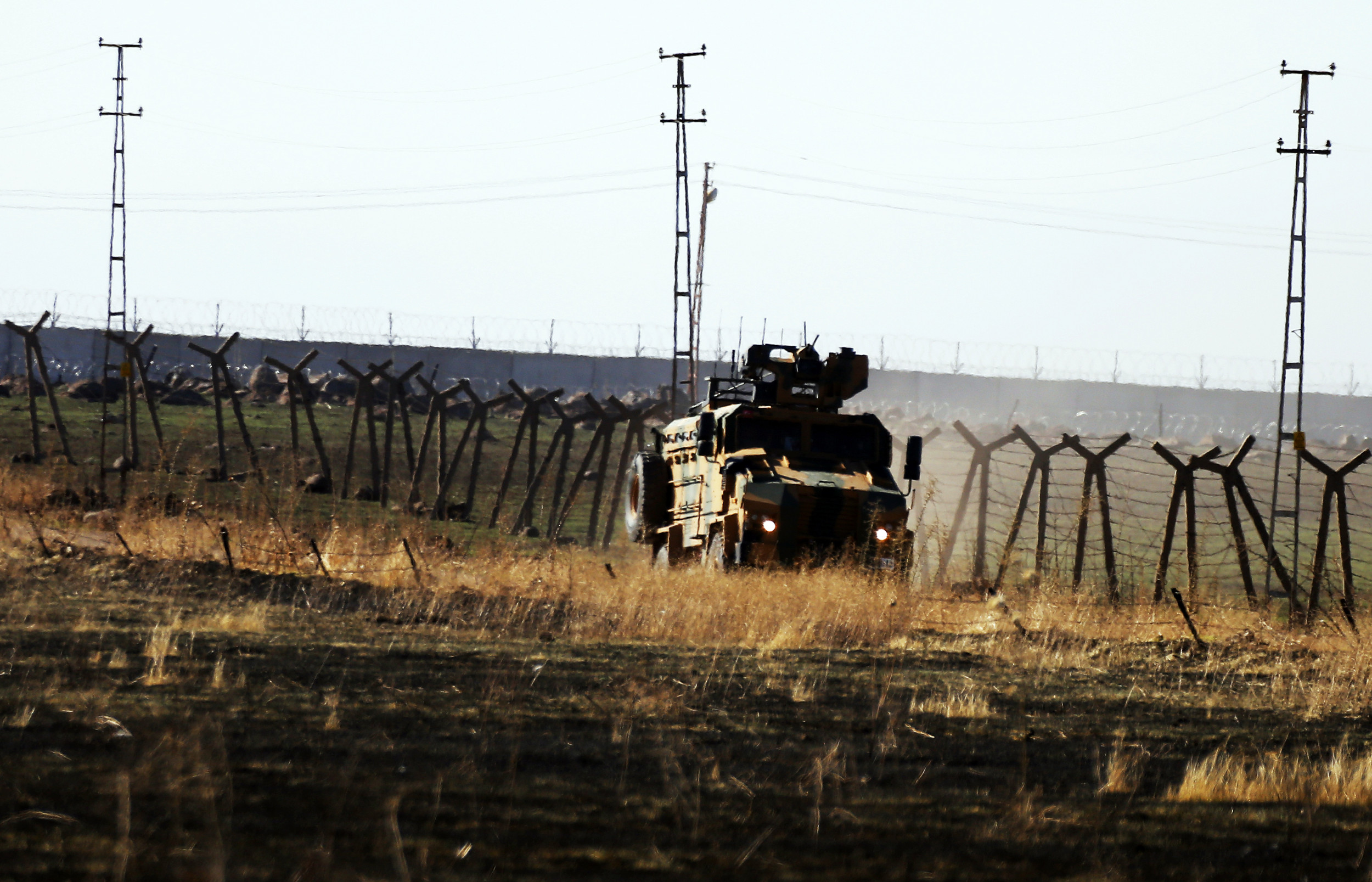 Turkey starts returning IS fighters, deports US national
