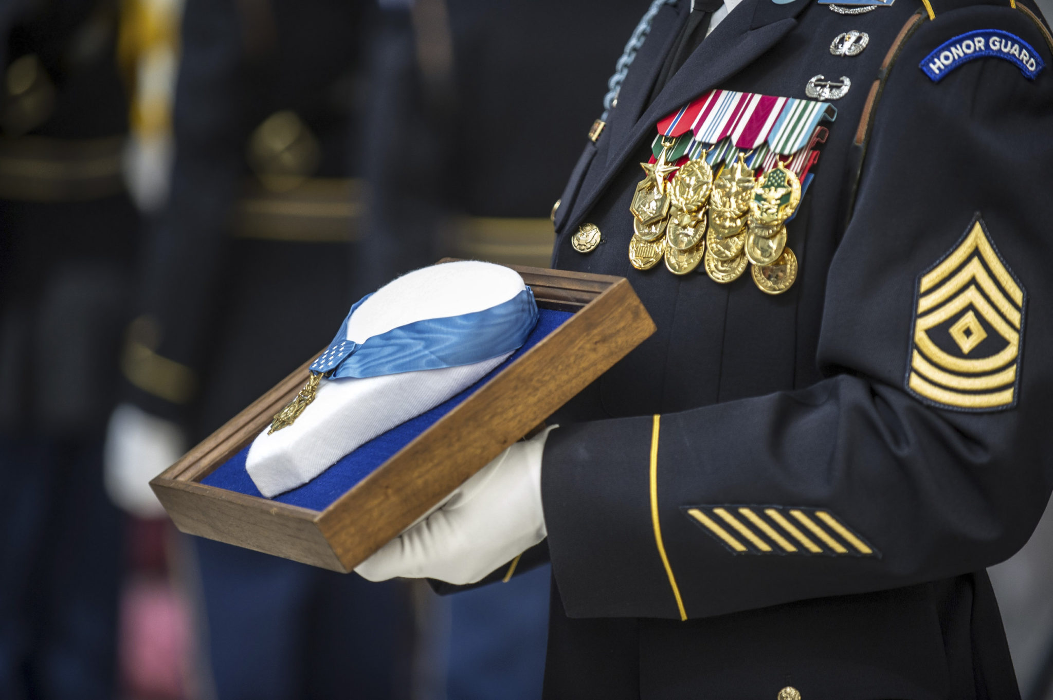 Robert Maxwell, Medal of Honor recipient who fell on grenade to save lives, dies at 98