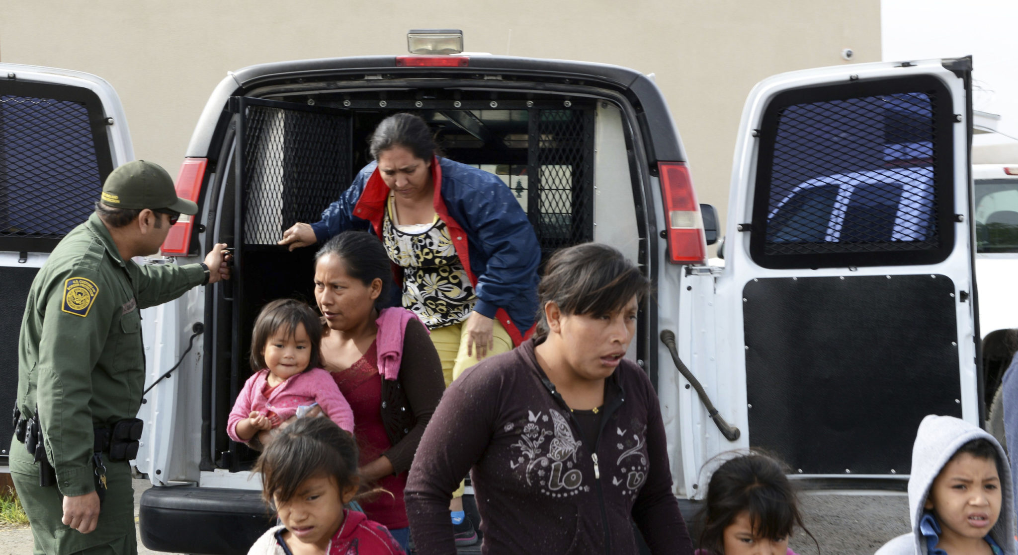 Migrants Dropped Off in New Mexico; City Asks for Donations