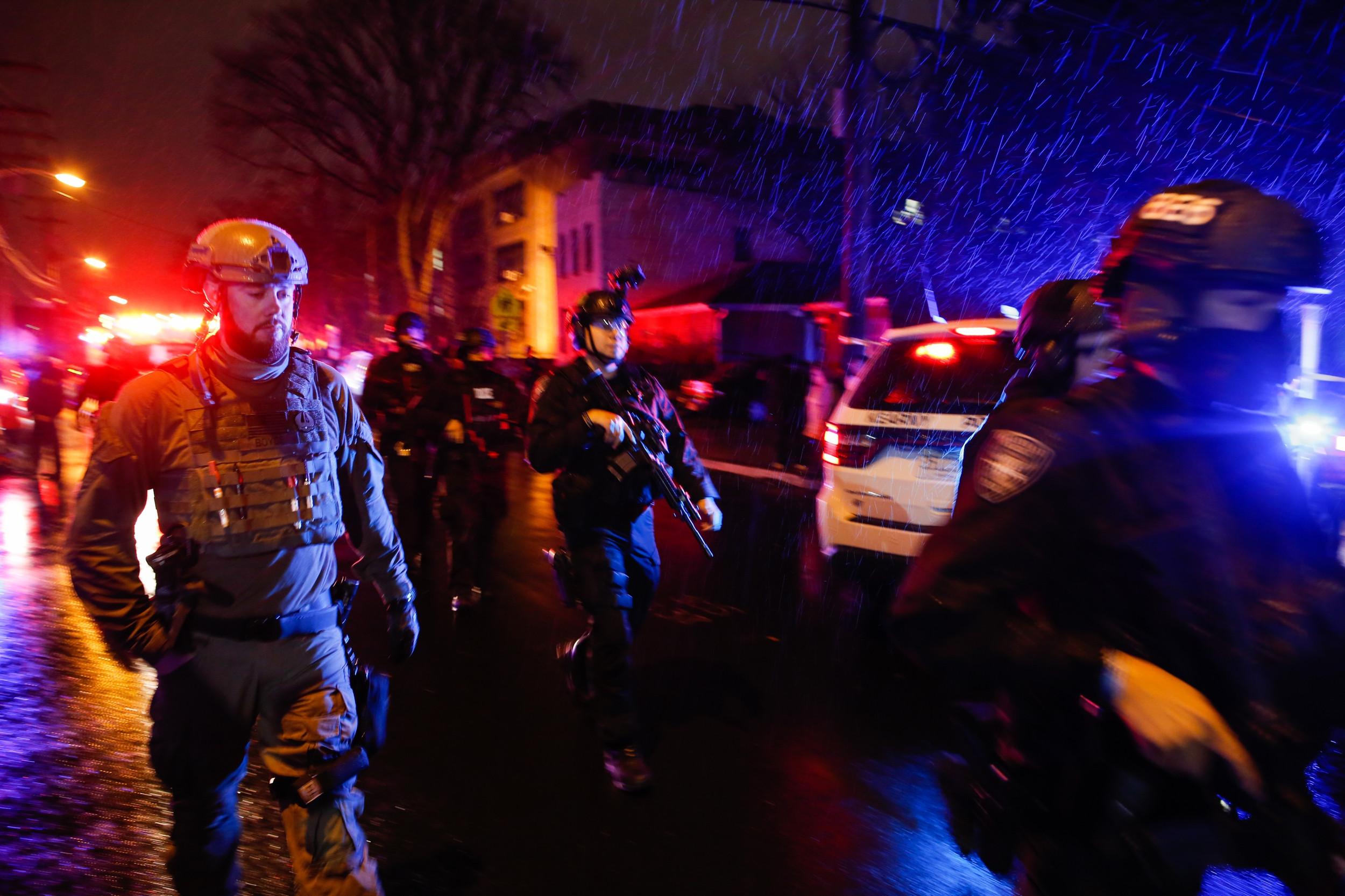 6 Killed in New Jersey Gunbattle, Including Police Officer