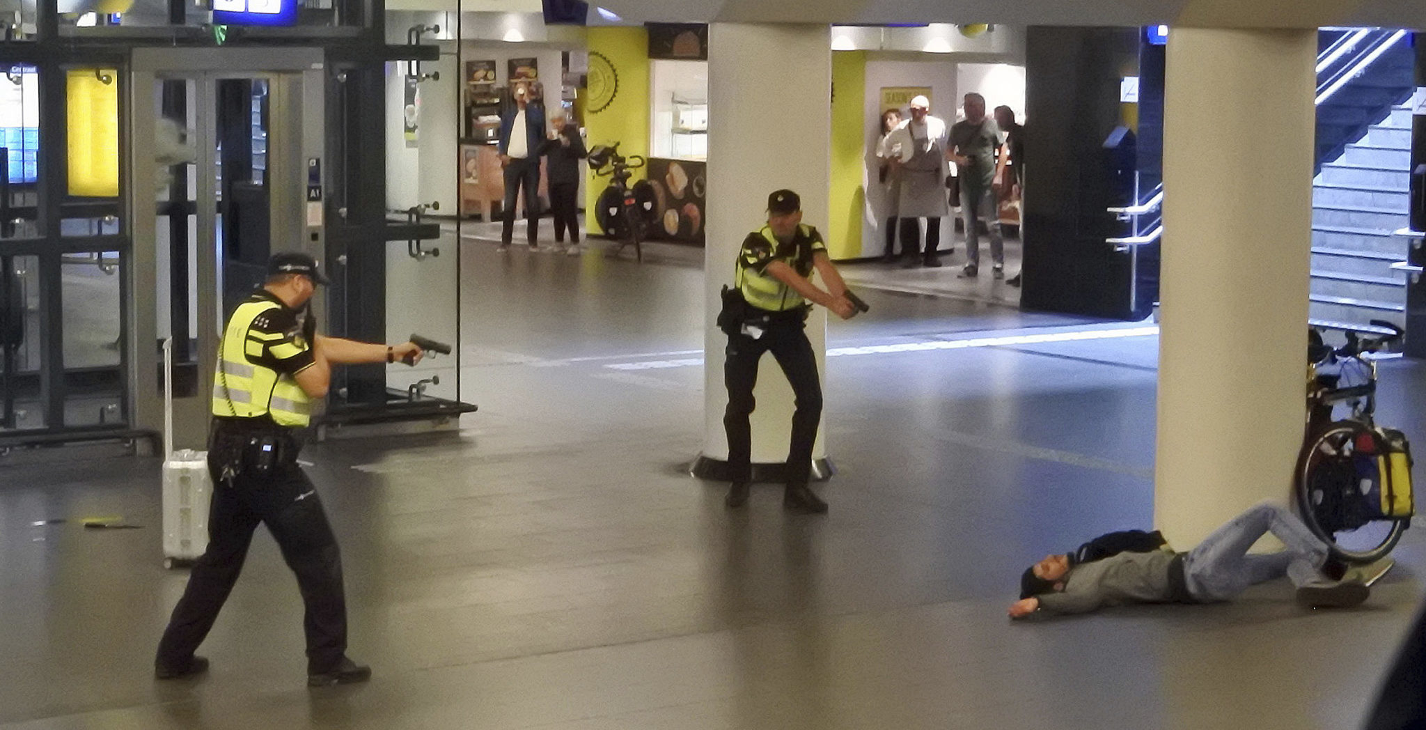 Dutch Police Question Suspect In Stabbings Of 2 Americans