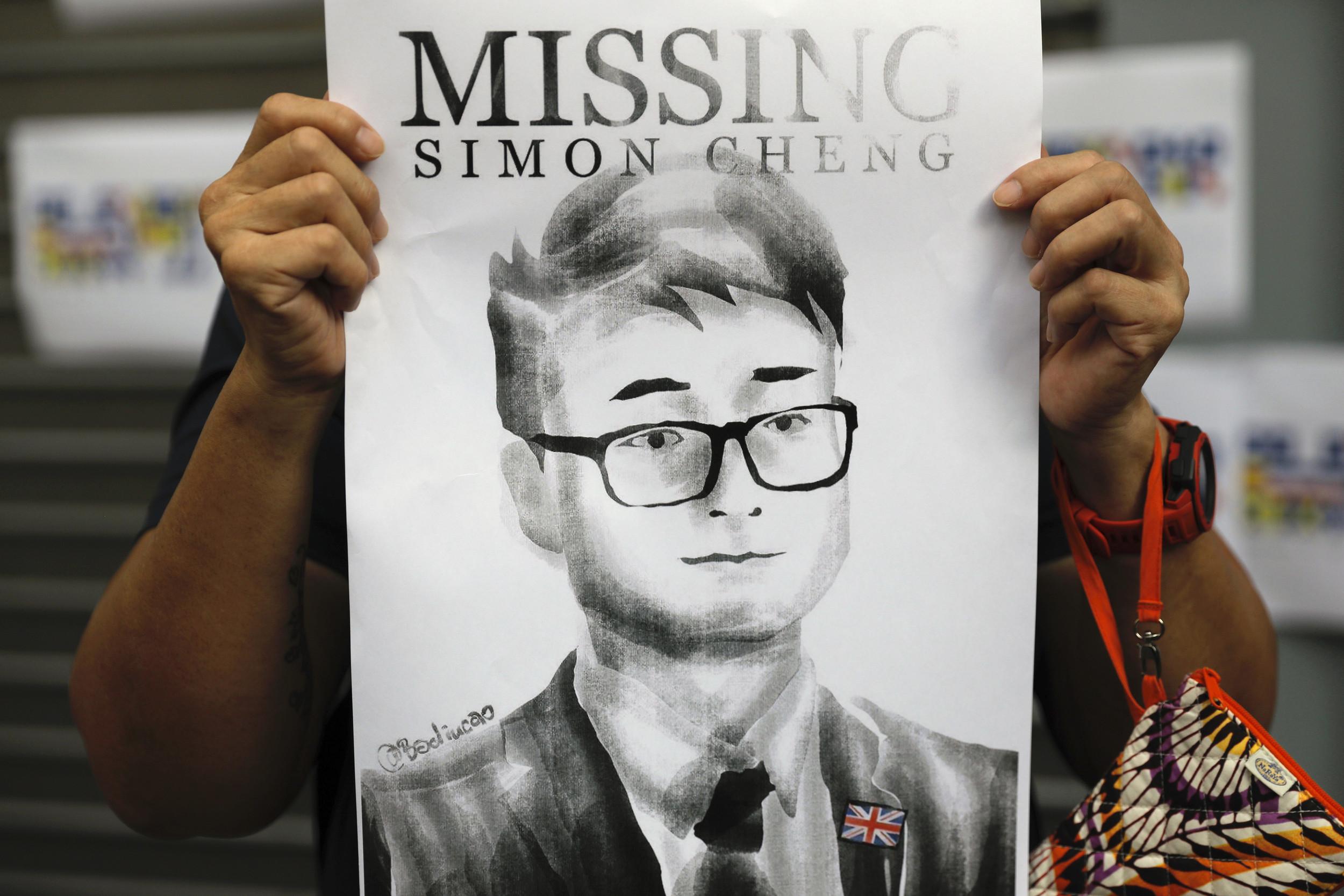 Ex-British Consulate Staff Says Chinese Police Tortured Him