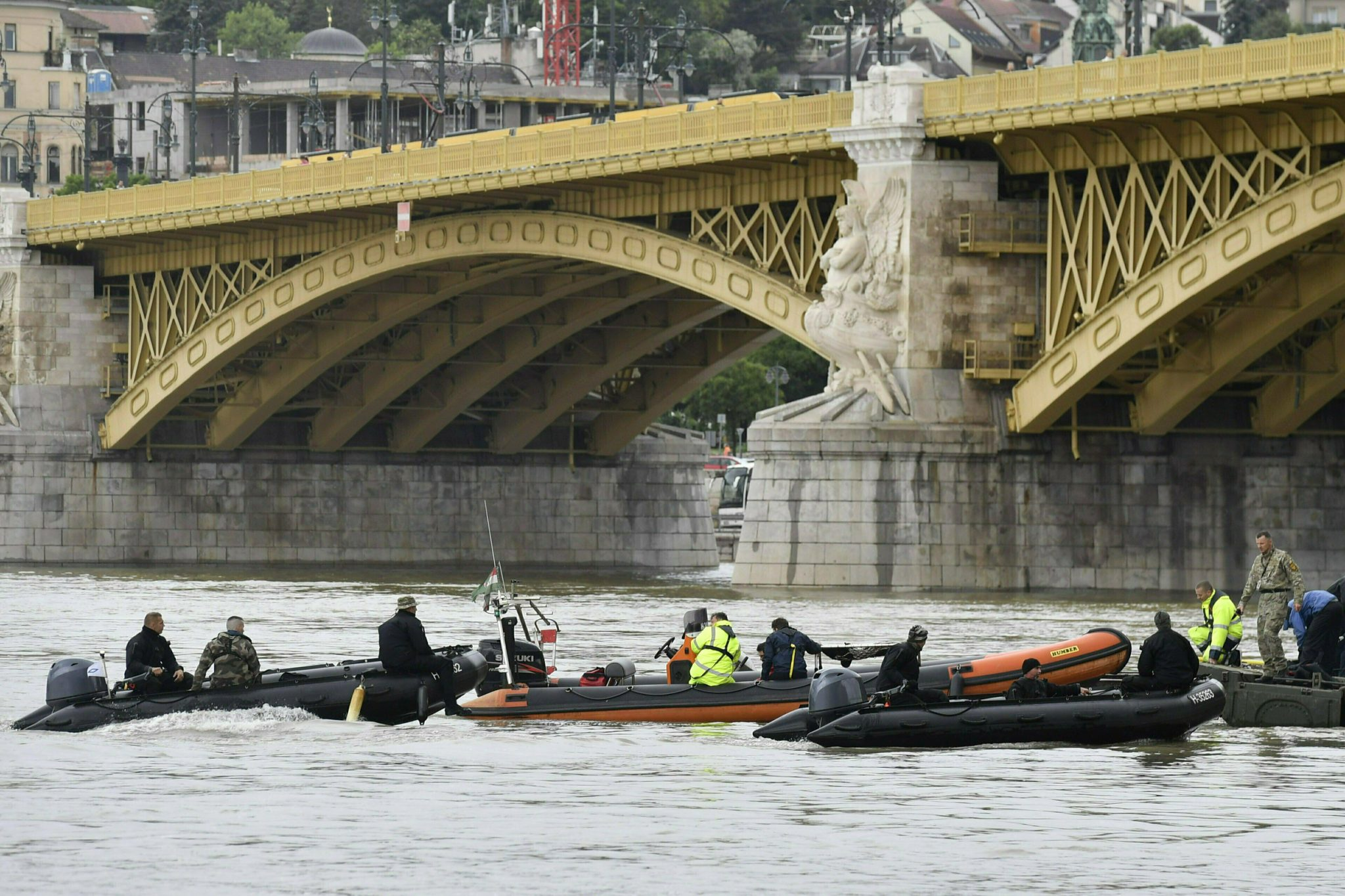 S. Korean Survivors Recall Chaos After Budapest Boat Sinking