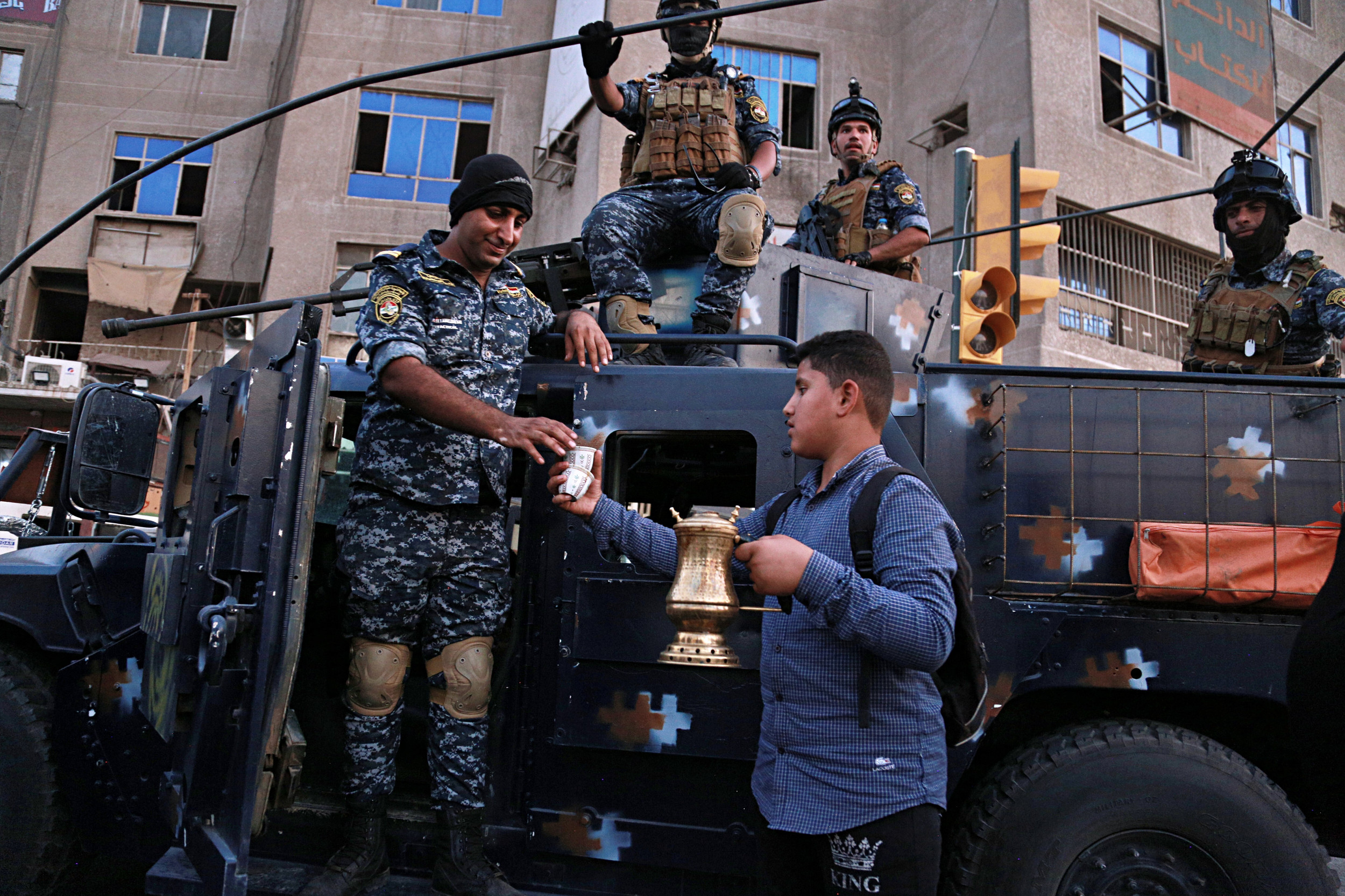 Iraqi police replacing army in volatile Baghdad neighborhood
