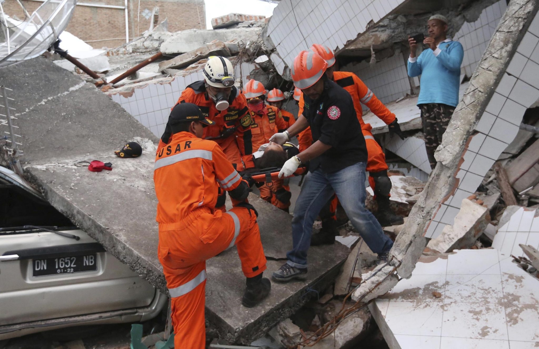 Over 800 Dead In Indonesia Quake And Tsunami; Toll May Rise