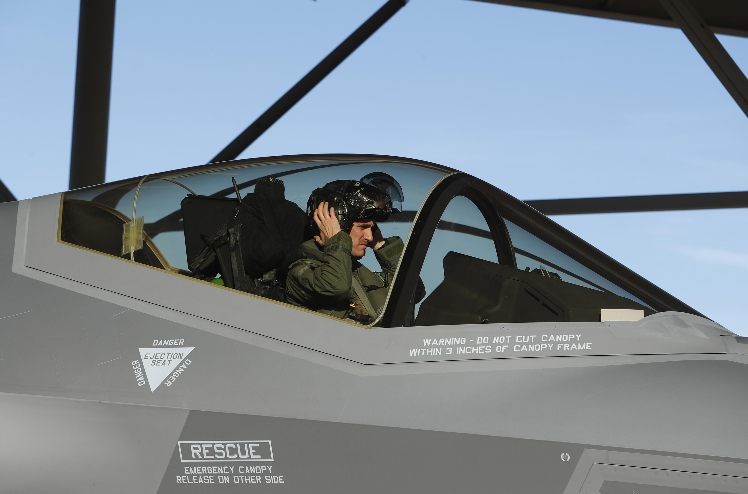 Cockpit Electromagnetic Fields May Be Harming Pilots, The U.S. Military Fears