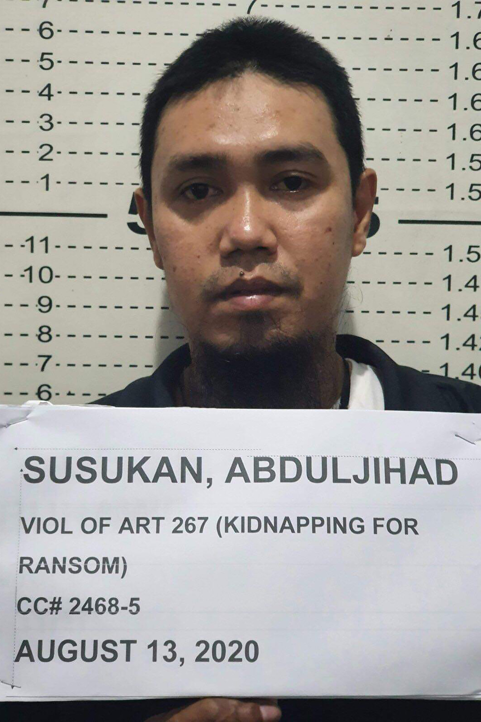 Top militant linked to beheadings surrenders in Philippines