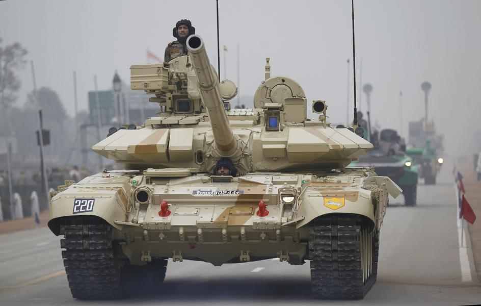Tank Battles In The Himalaya Mountains? Indian T-90 Tanks Face Chinese Armor