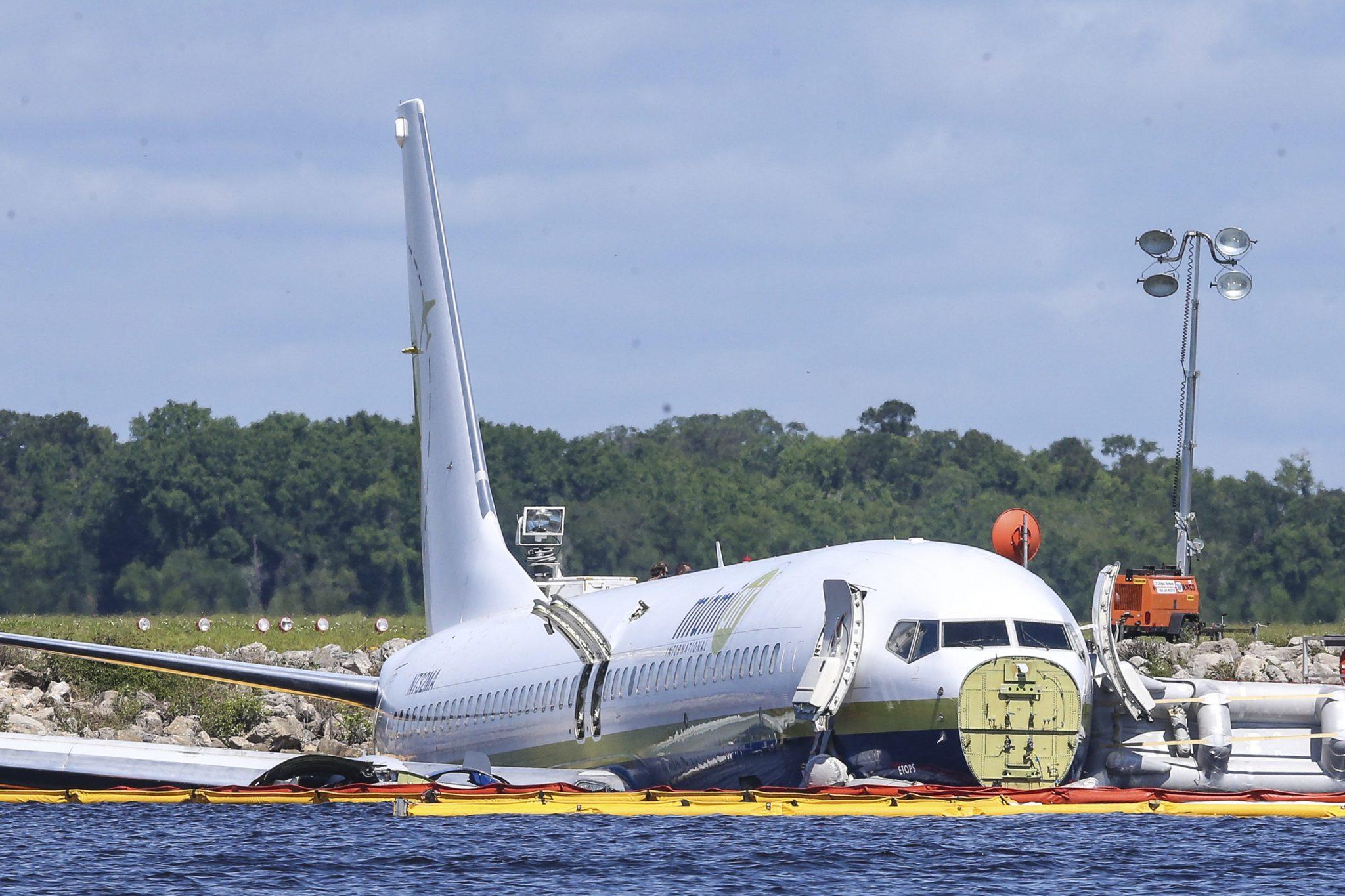 Pilots made runway change before jet hit Florida river