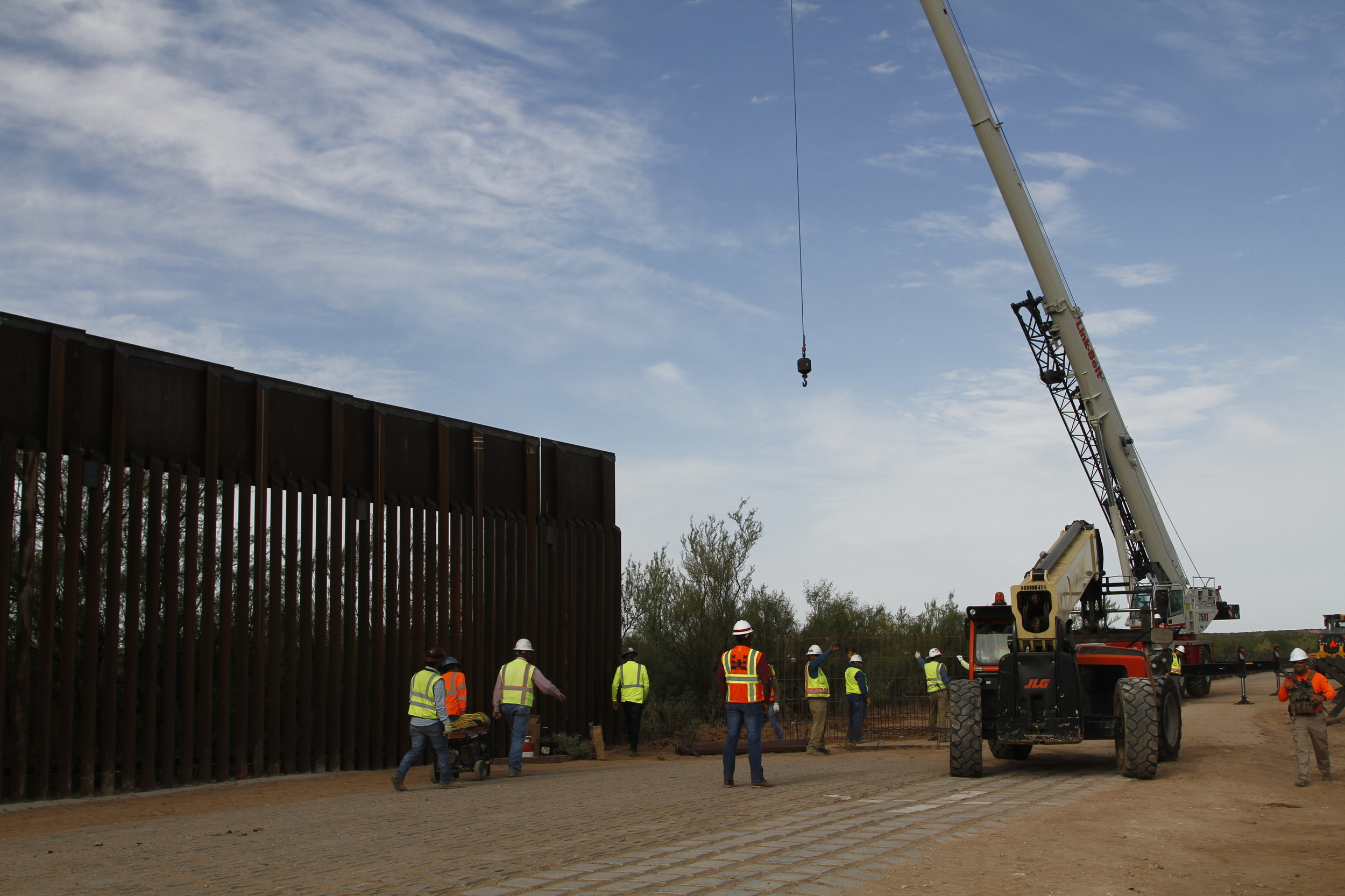In Arizona, Pentagon-Funded Border Fence Already Underway