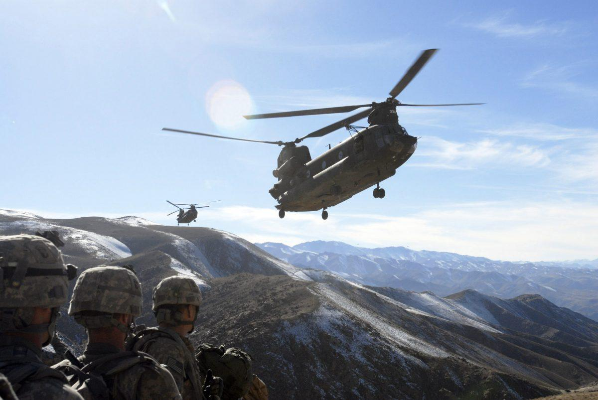 Army Plan To Delay Chinook Helicopter Upgrades May Have Big Jobs, Political Consequences