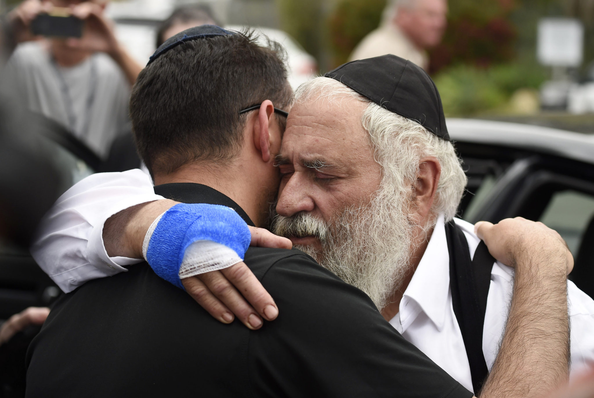 Rabbi says gun 'miraculously jammed' in California attack