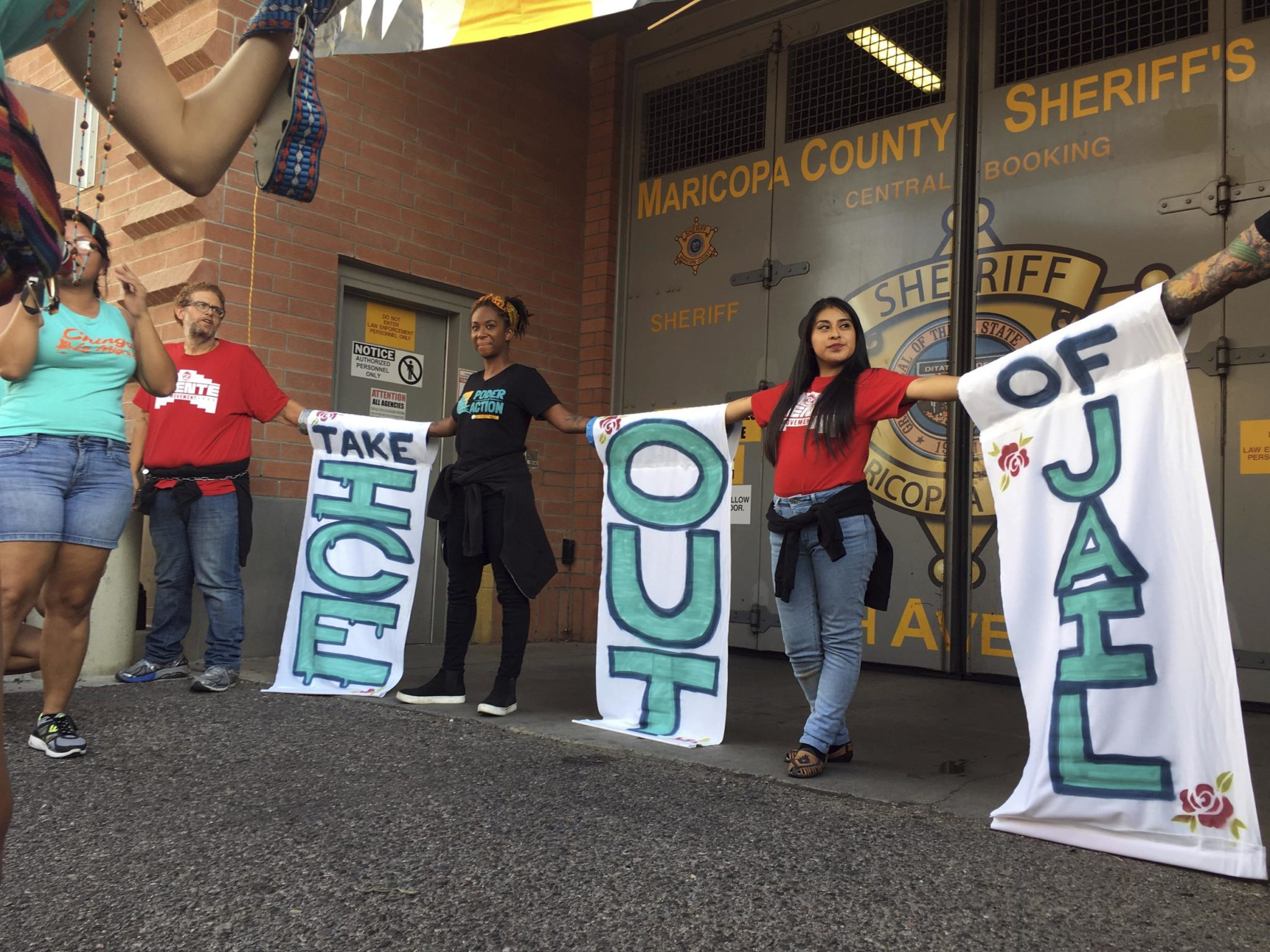 Police Arrest 4 At ICE Protest Outside Arizona Jail