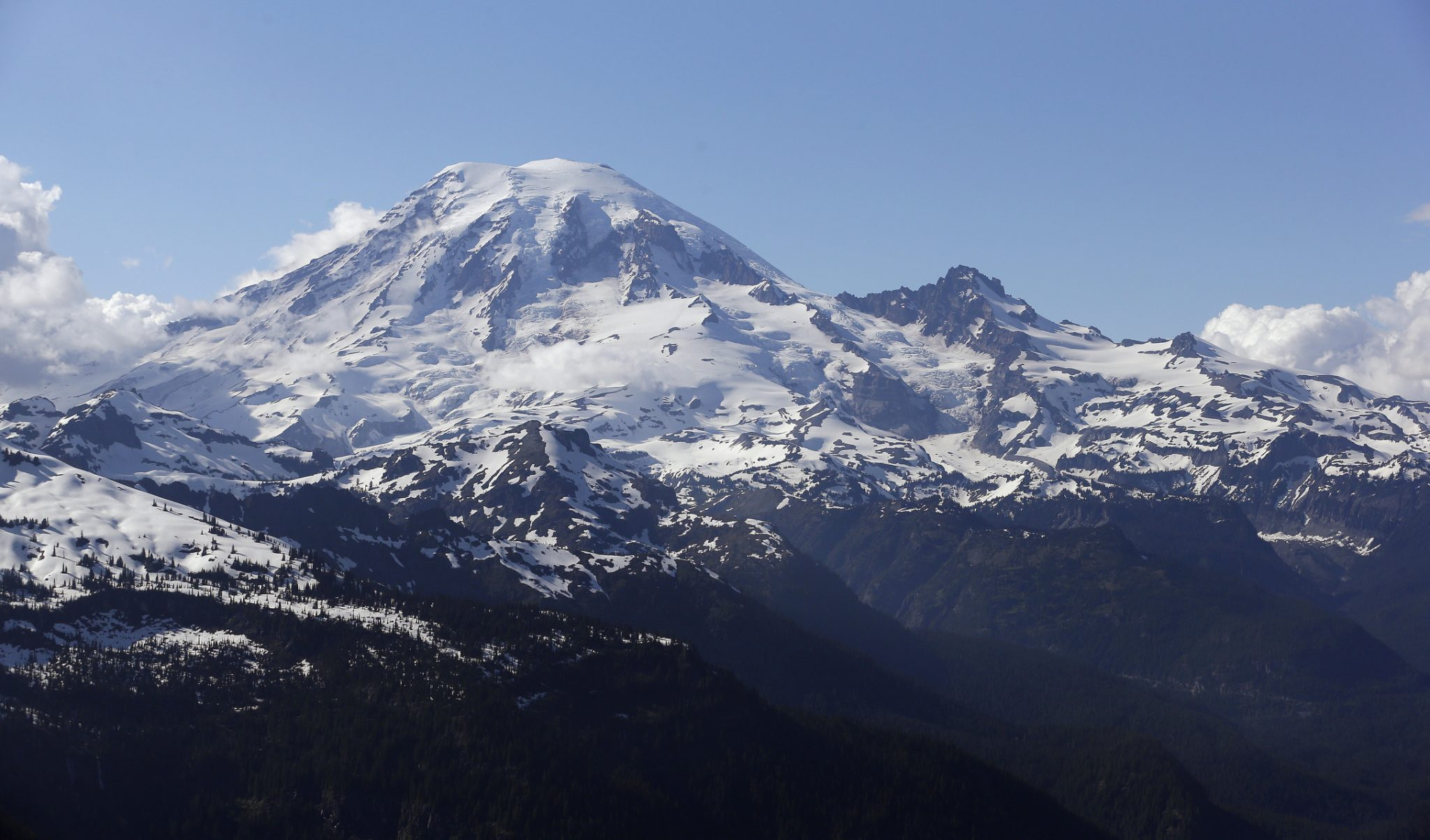 Helicopter rescues climbers from near Mount Rainier summit
