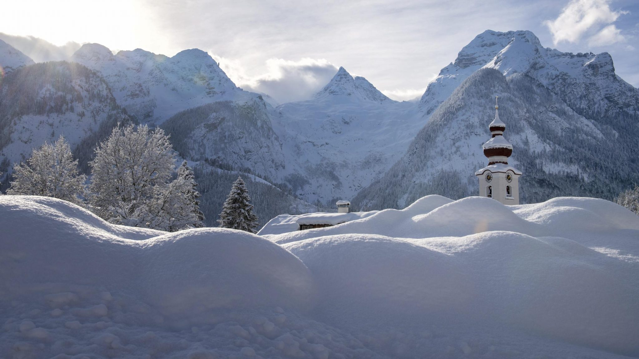 Austria Avalanche Kills 3; Ski Patrollers Killed In France