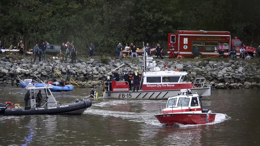 Police: 3 Dead, 1 Missing After Car Plunges Into Canal