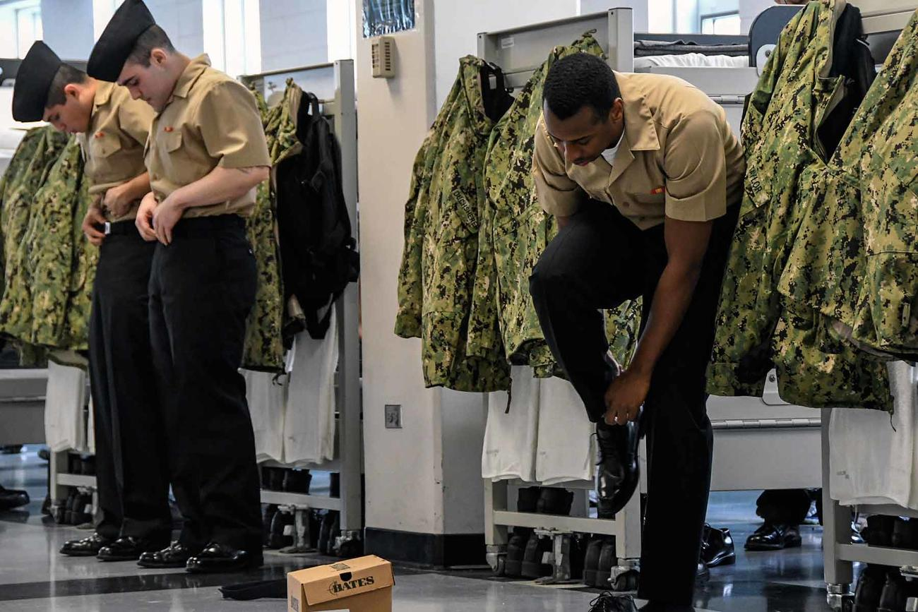 Camouflage Uniforms, Flight Suits Now Off-Limits for Marines and Sailors at the Pentagon