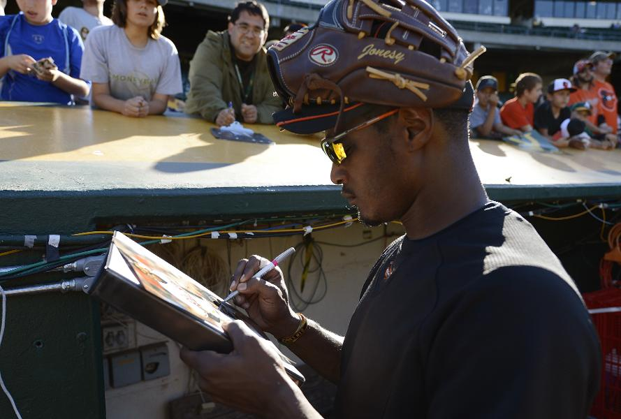 Signatures For Soldiers Turns Athlete Autographs Into Veterans Assistance